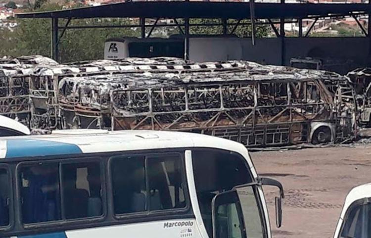 Incêndio em garagem de ônibus em Jacobina gera prejuízo de R$ 18 milhões