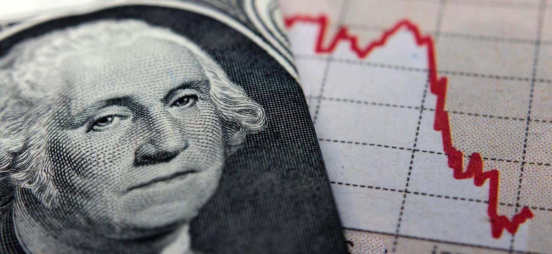 Dólar cai abaixo de R$ 4 pela 1ª vez em mais de 2 meses
