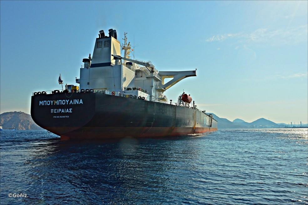 Dona de navio suspeito diz ter provas de que não derramou óleo, alega que não foi acionada e critica Brasil