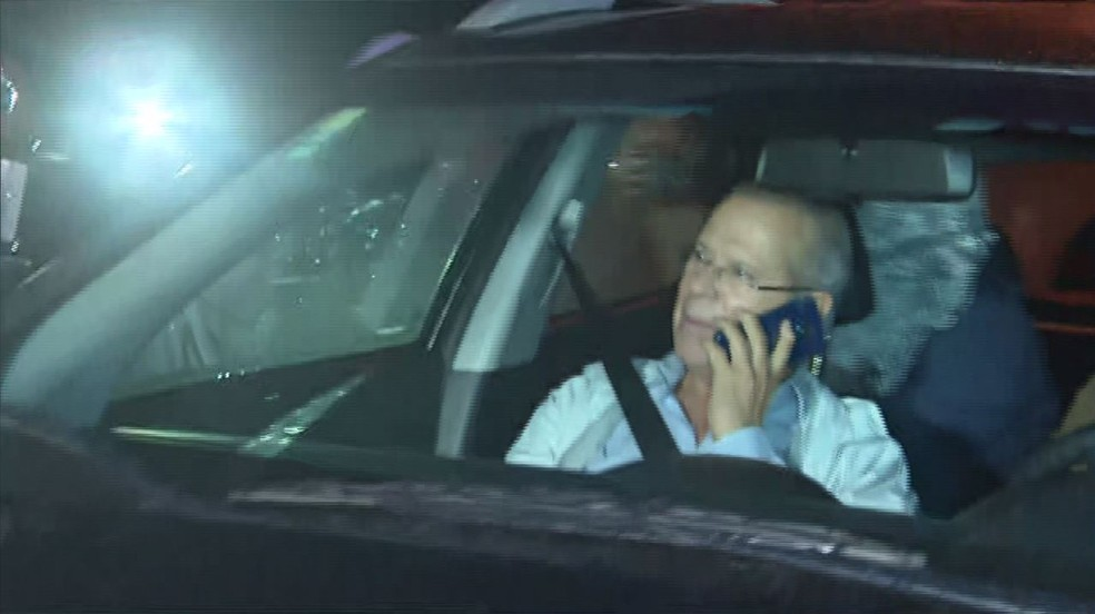 Ex-ministro José Dirceu deixa a prisão, após determinação da Justiça estadual