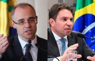 Mendonça é nomeado ministro da Justiça; Ramagem assume comando da PF