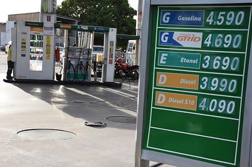 Gasolina sobe há quatro semanas e já custa R$ 4,60 em algumas regiões