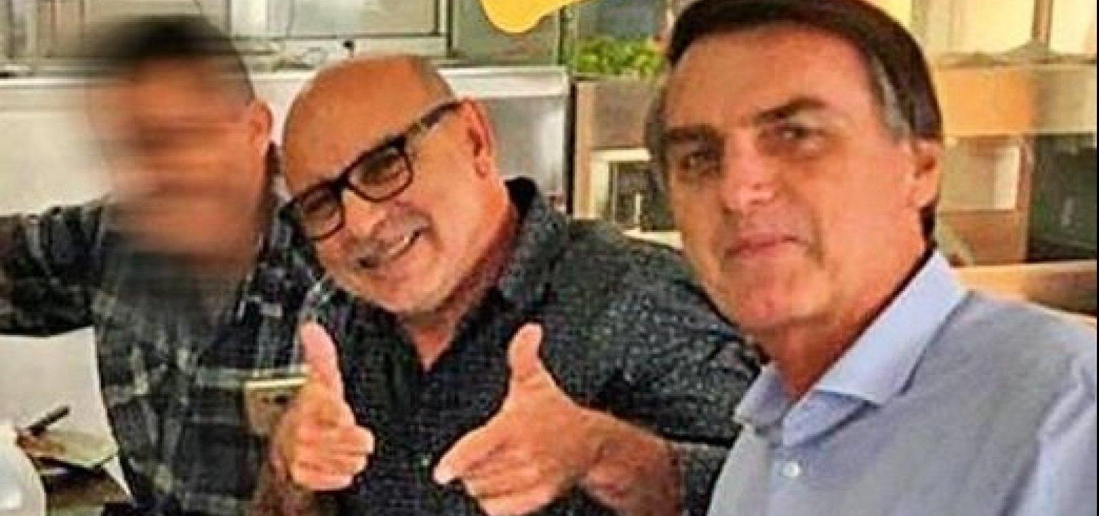 Polícia encontra caderno de mulher de Queiroz com contatos de Bolsonaro e Flávio