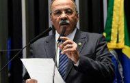 Chico Rodrigues, flagrado com dinheiro na cueca, pede licença do Senado
