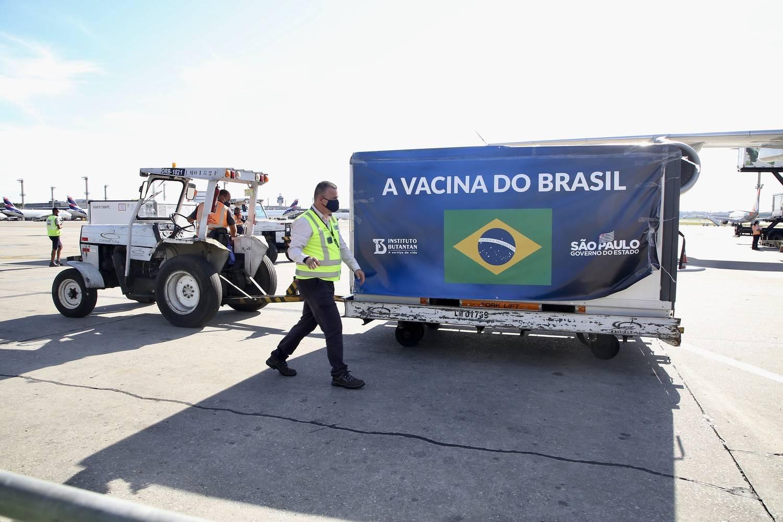 Novo carregamento da Coronavac chega ao Aeroporto de Viracopos, em Campinas (SP)