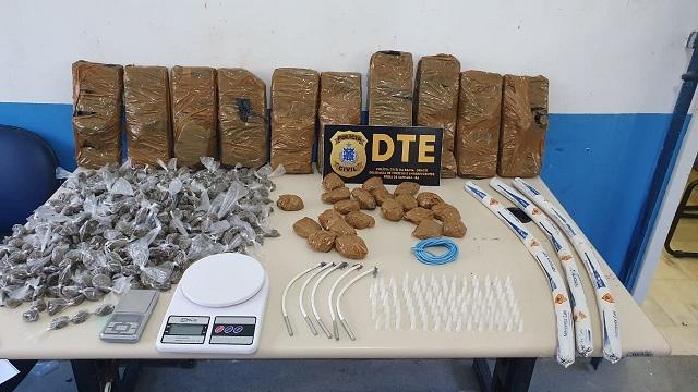 Jovem de 21 anos é preso em flagrante com grande quantidade de drogas e três bananas de dinamite