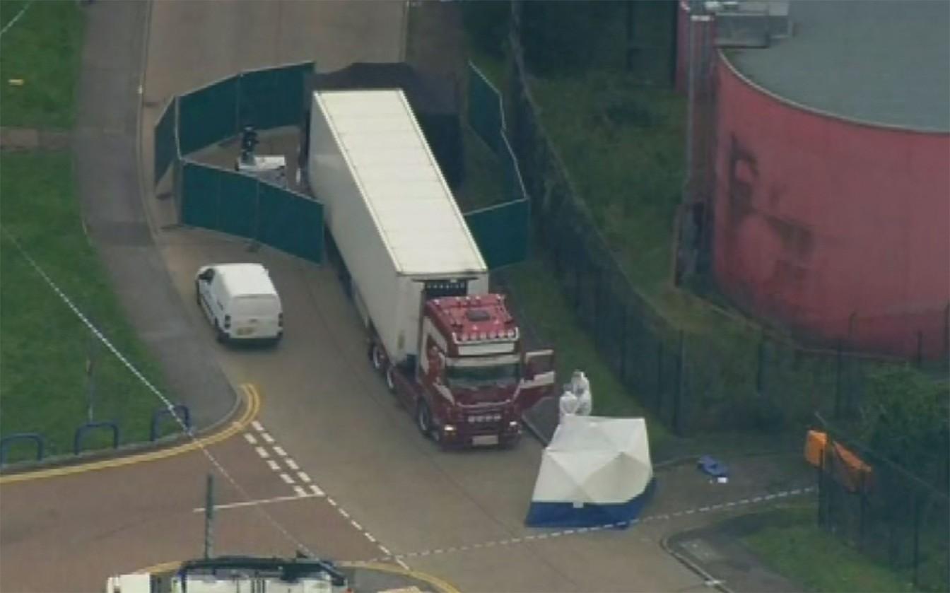 Policia Encontra 39 Corpos em Caminhão no Reino Unido