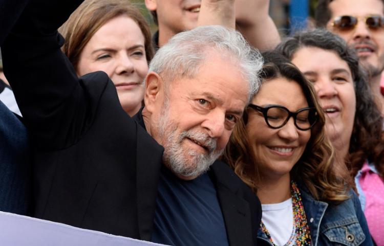 Em primeiro discurso, Lula exalta apoiadores e critica PF, MP E RF
