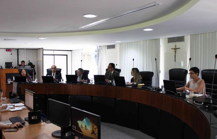 Câmara do TCE-BA condena gestores a devolver R$ 1,095 milhão aos cofres públicos