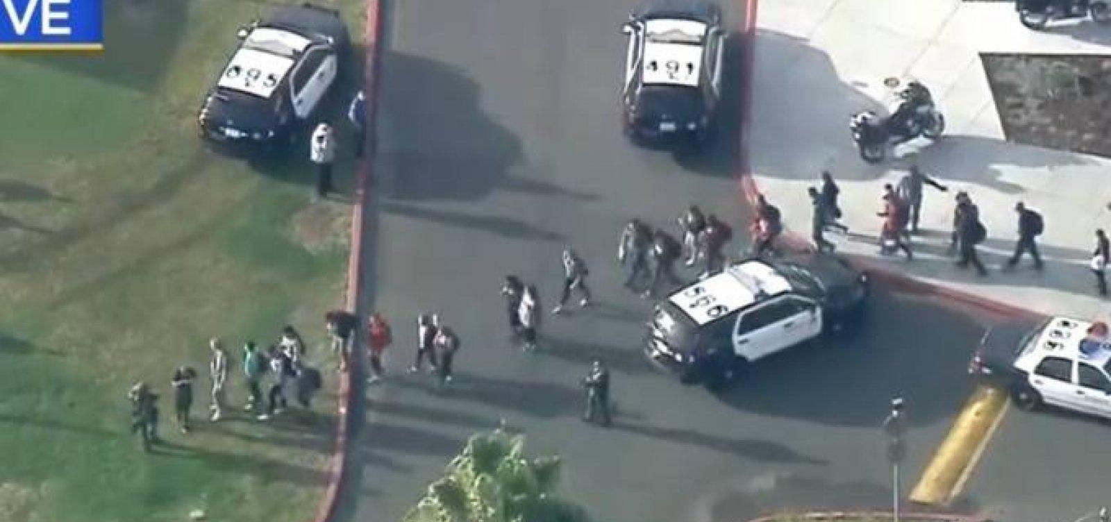 Adolescente de 16 anos atira em Alunos em escola nos Estados Unidos; 7 feridos; 2 mortos;