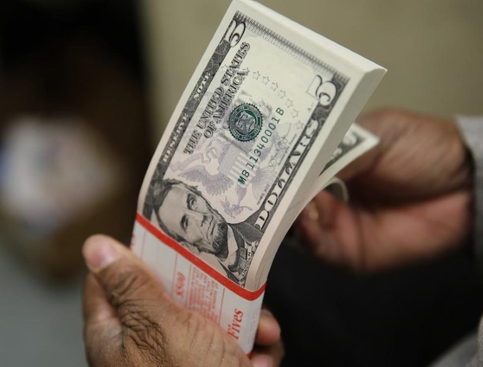 Dólar fecha a R$ 4,2394 e renova recorde nominal de fechamento
